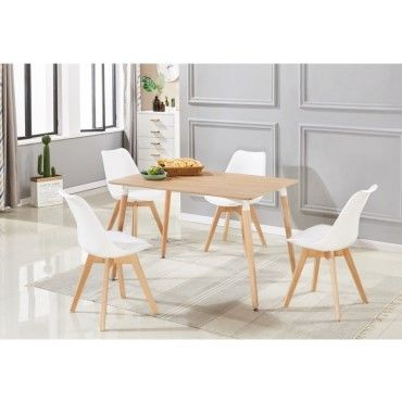 4 chaises blanches design scandinave