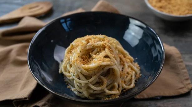 Risultati immagini per spaghetti con le olive e pangrattato