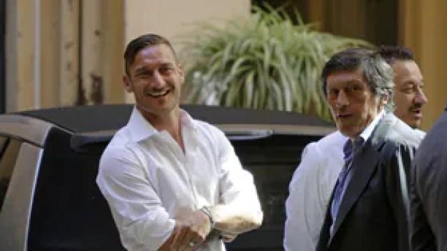 Roma, Totti rinnova fino al 2017: ecco le foto dell'incontro con Pallotta