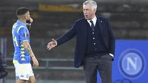 Insigne fischiato al cambio esce e parla con Ancelotti