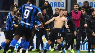 A masterpiece by Barella makes Conte smile: the shirt flies away