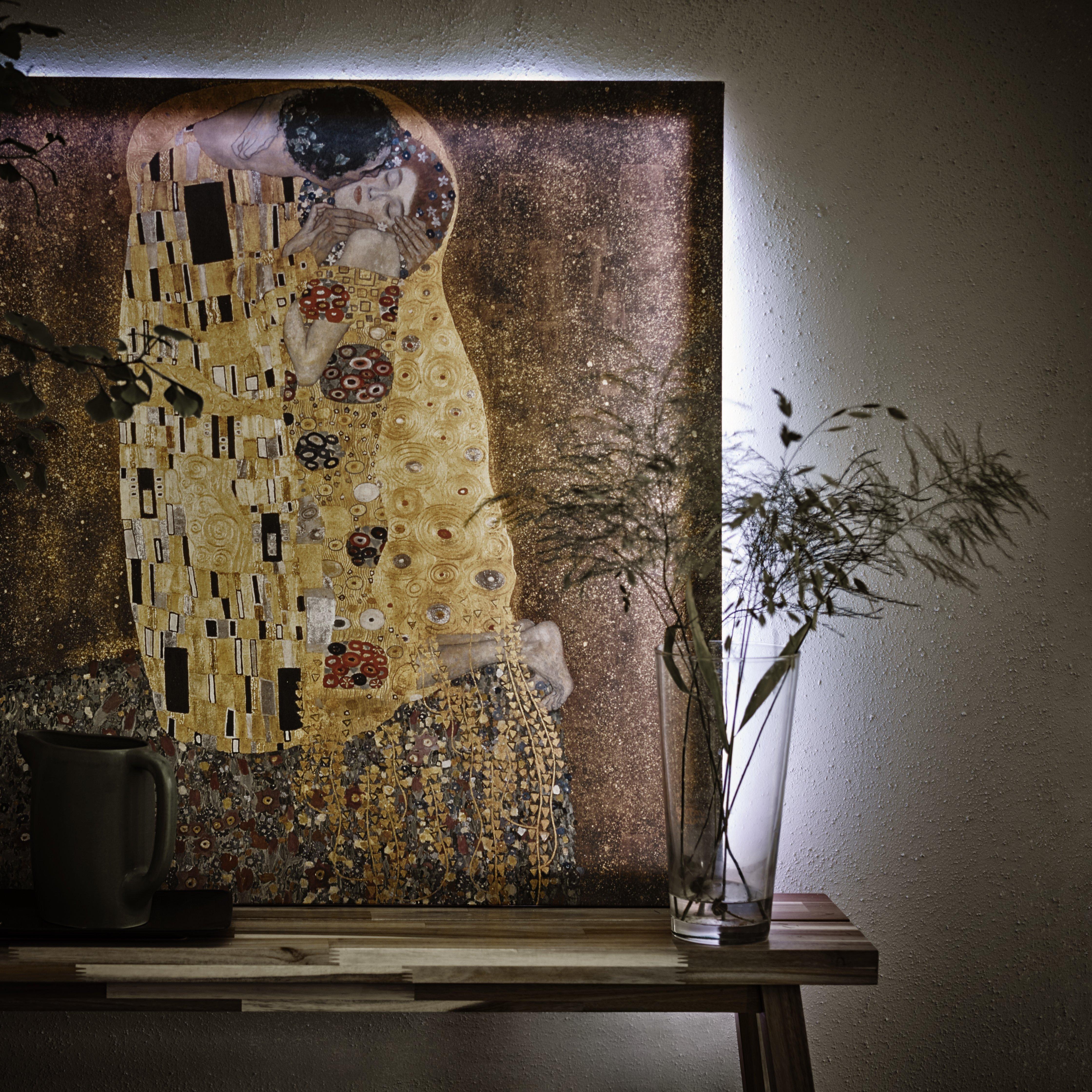 Perfetti da essere sistemati nella camera da letto, i quadri religiosi sono anche adatti per essere attaccati in cucina, in prossimità del vano in cui tenete il. Come Sistemare I Quadri Sulla Parete Cose Di Casa