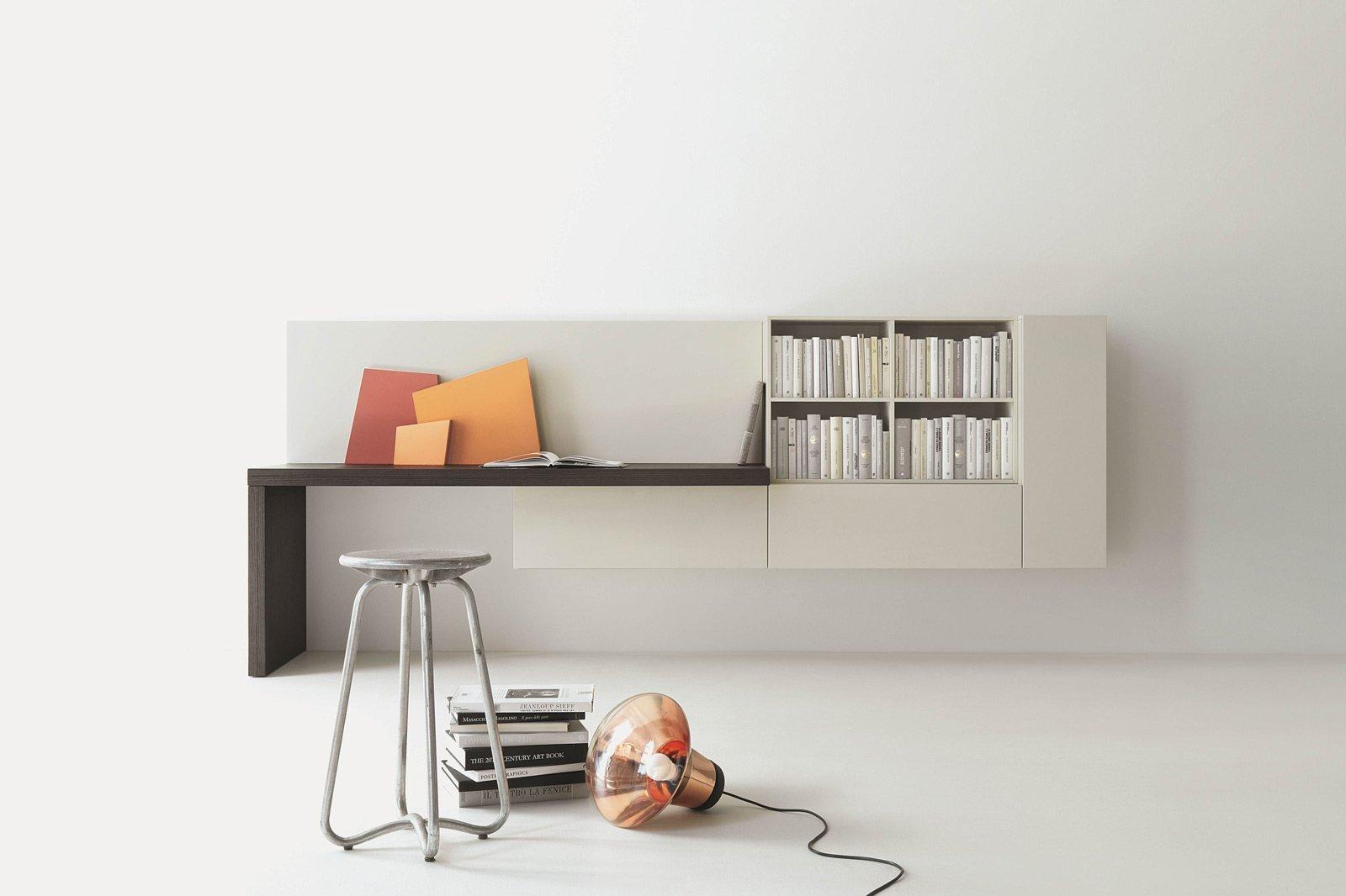 Per una parete attrezzata è una griglia in metallo da colorare con il. Angolo Studio In Soggiorno Integrato Nella Libreria O In Un Mobile Trasformabile Cose Di Casa
