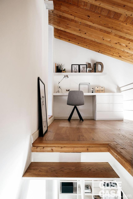 sottotetto, soppalco, scala, pavimento in legno, travi a vista