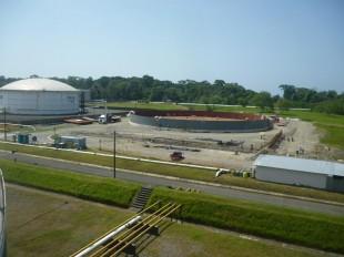 Recope construye tanques de almacenamiento en Moín. (Imagen de Recope)