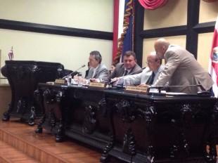 El ministro de Ambiente, Edgar Gutiérrez  está  compareciendo en la Asamblea Legislativa. CRH.