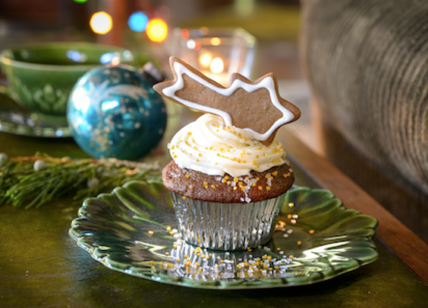 Gingerbread Cupcakes With Christmas Comet Cookies Recipe