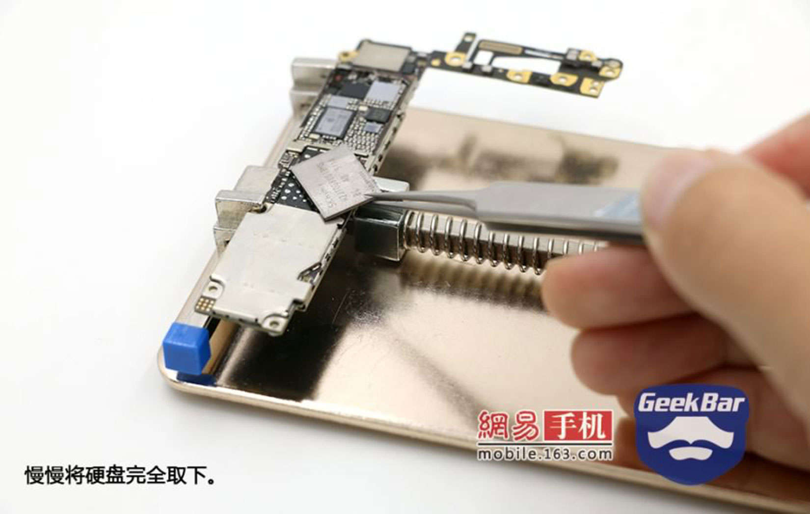 This image shows how one repair service in China replaces the memory chip in an iPhone 6.