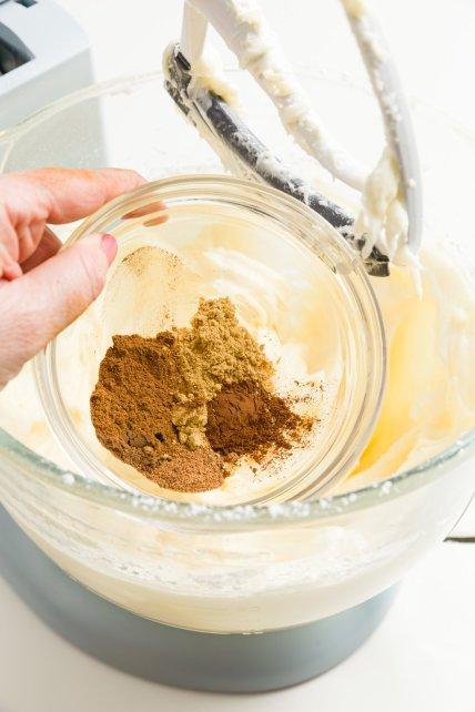 Agregar especias a la masa