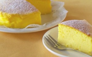 Este é o bolo de 3 ingredientes pelo qual o mundo inteiro está delirando. Uma overdose de massa fofa!