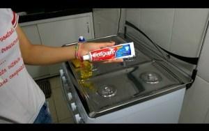 Como tirar manchas do fogão com creme dental