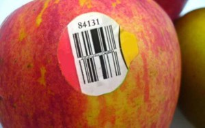 Preste muita atenção a isso: Quando comprar frutas ou vegetais se o rótulo tiver o nº 8 não compre!