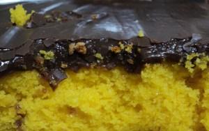 Aprenda a preparar essa cobertura de chocolate durinha para bolos