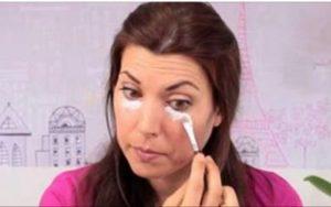 Passe bicarbonato de sódio debaixo dos seus olhos ? o que vai acontecer surpreenderá