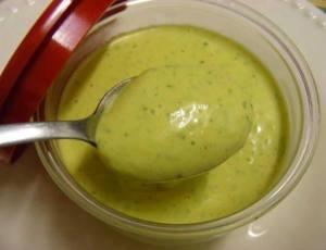 Molho verde para sanduíches e saladas
