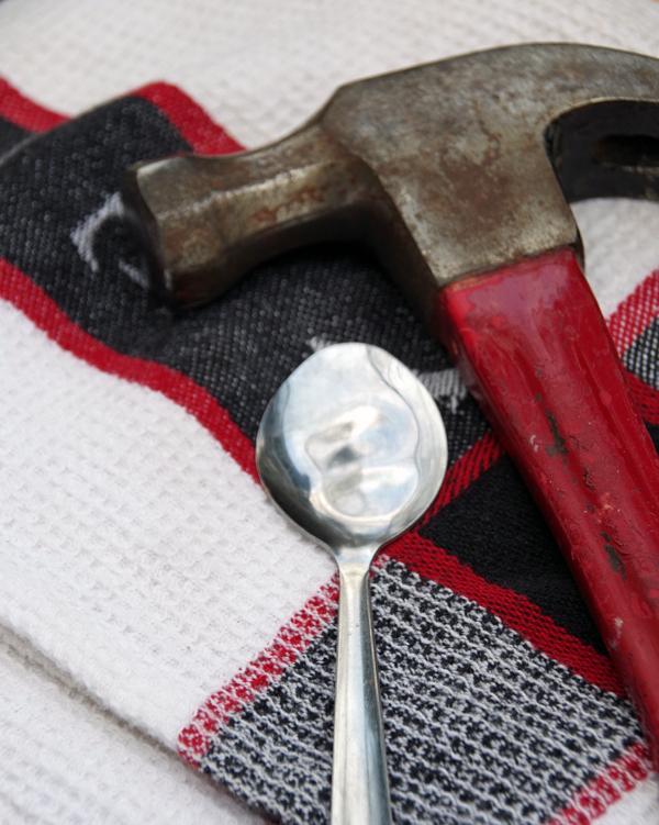 martillo y cuchara