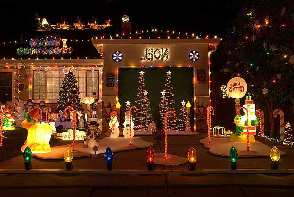 Outdoor Christmas Decoration Ideas on Patio Decorating Ideas With Lights  id=24212