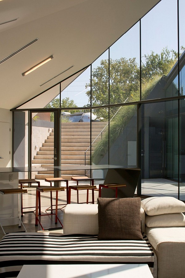 Underground House Encased In Glass Offers A Modern Take On
