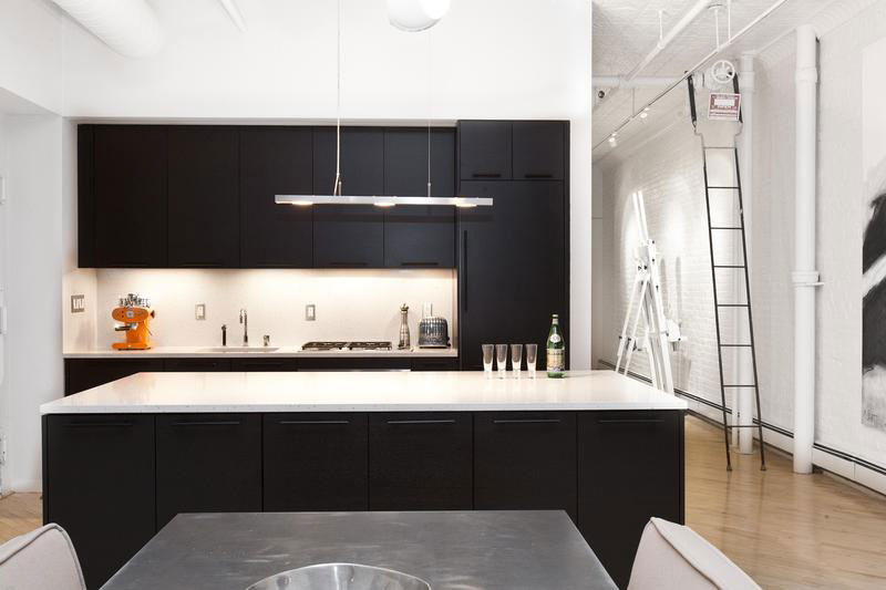 Stylish SoHo Loft In New York Features A Trendy Black And