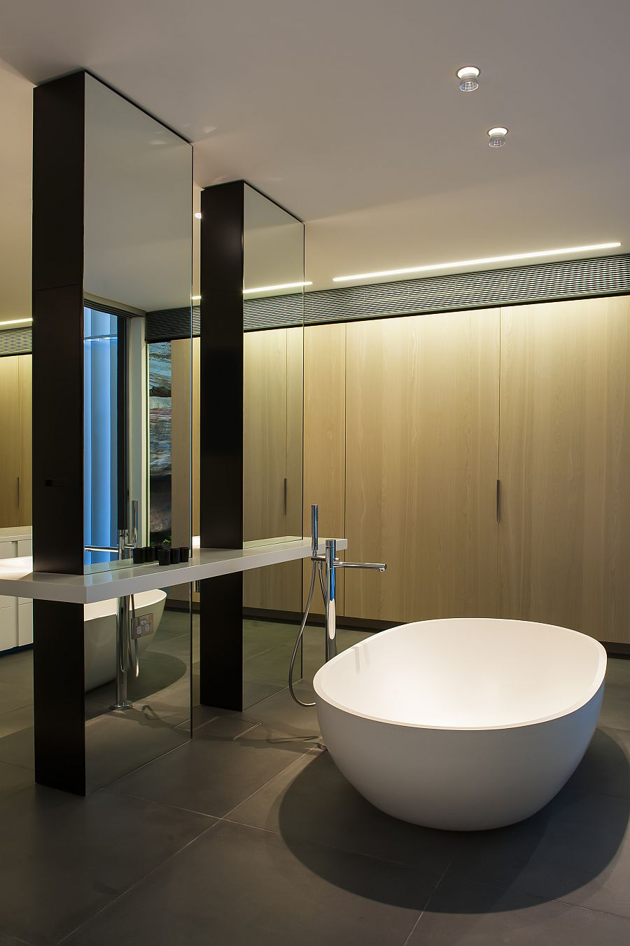 Contemporary Ensuite Bathroom With Cutting Edge Design In