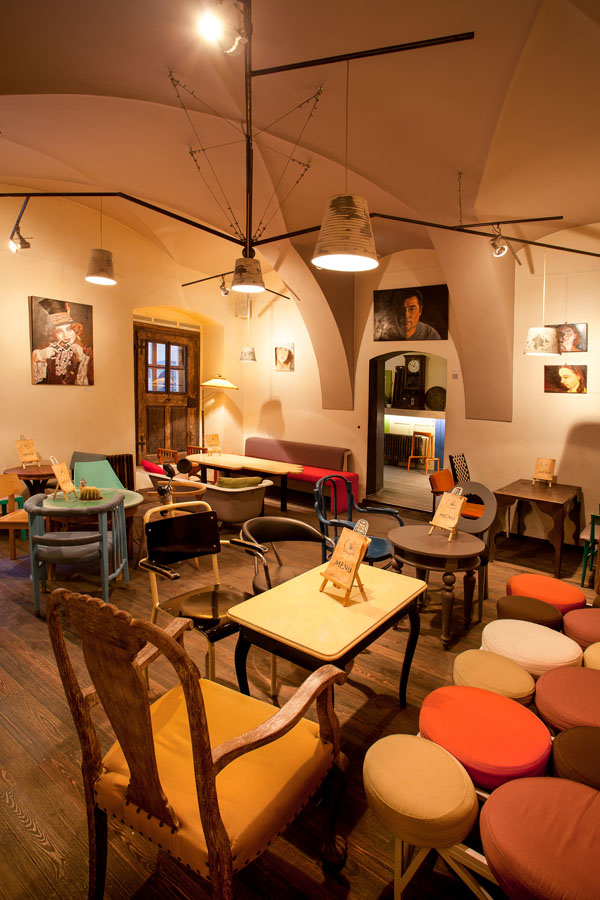 Eclectic Coffee Shop Design In The Heart Of Transylvania Colaj Caf