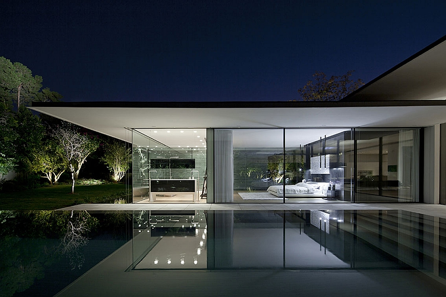Fascinating Tel Aviv Residence Appears To Float On Water ... on Modern Glass Houses  id=19915