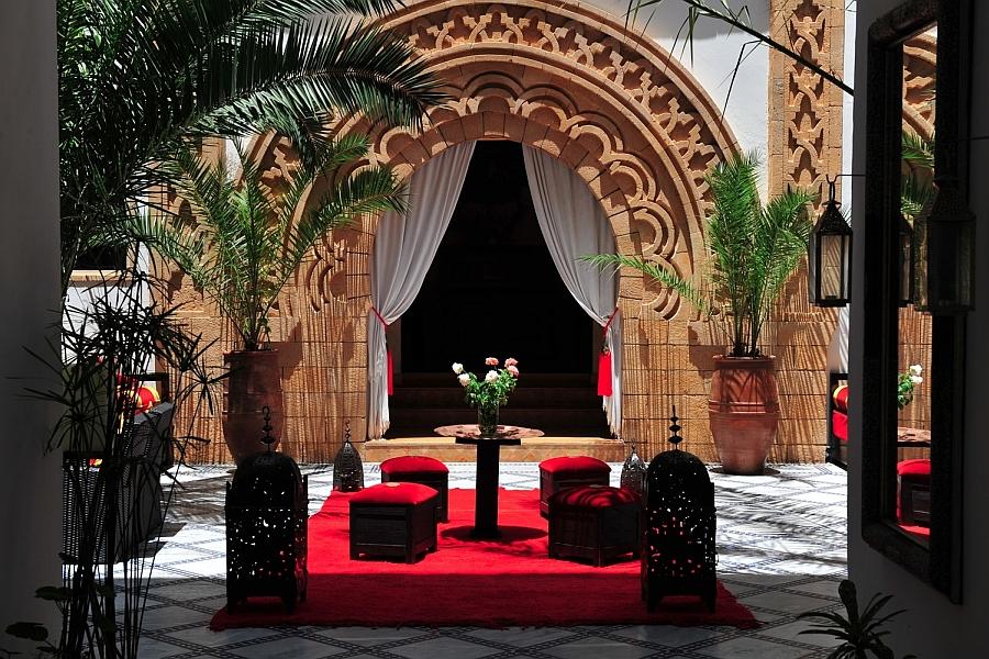 Moroccan Patios, Courtyards Ideas, Photos, Decor And ... on Moroccan Backyard Design  id=69674