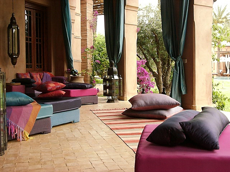 Moroccan Patios, Courtyards Ideas, Photos, Decor And ... on Chic Patio Ideas id=17912