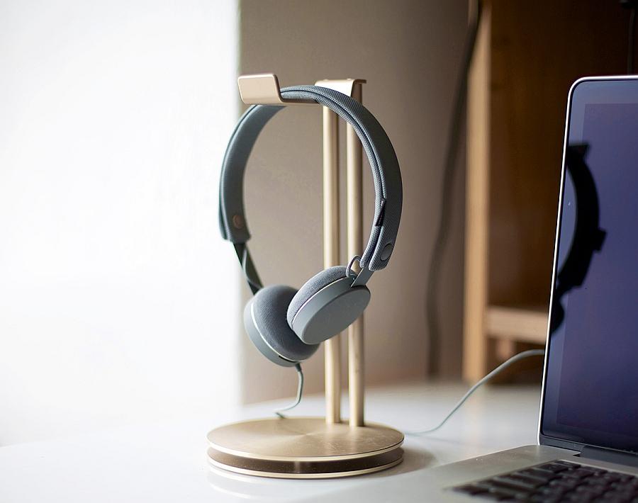 Stylish Headphone Hanger Art For Your Desk