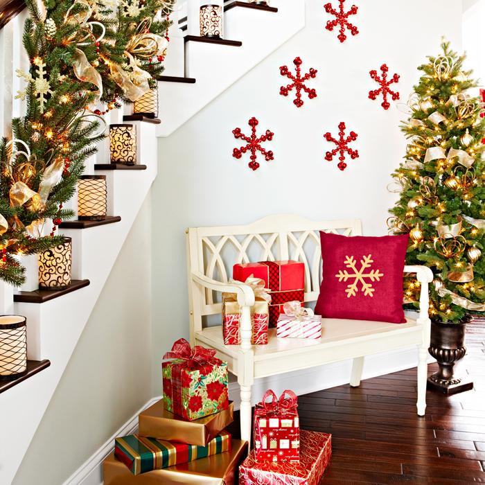 23 Gorgeous Staircase Christmas Decorating Ideas on Creative Staircase Wall Decorating Ideas  id=31818