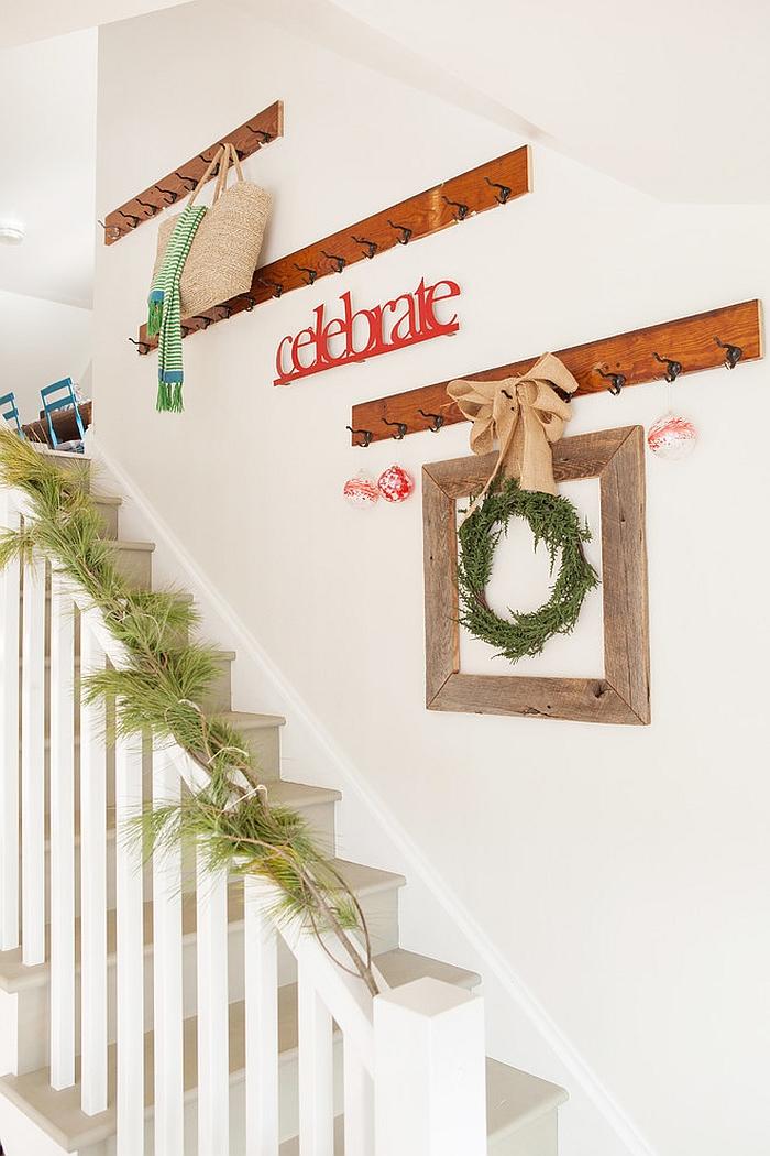 23 Gorgeous Christmas Staircase Decorating Ideas on Creative Staircase Wall Decorating Ideas  id=24594