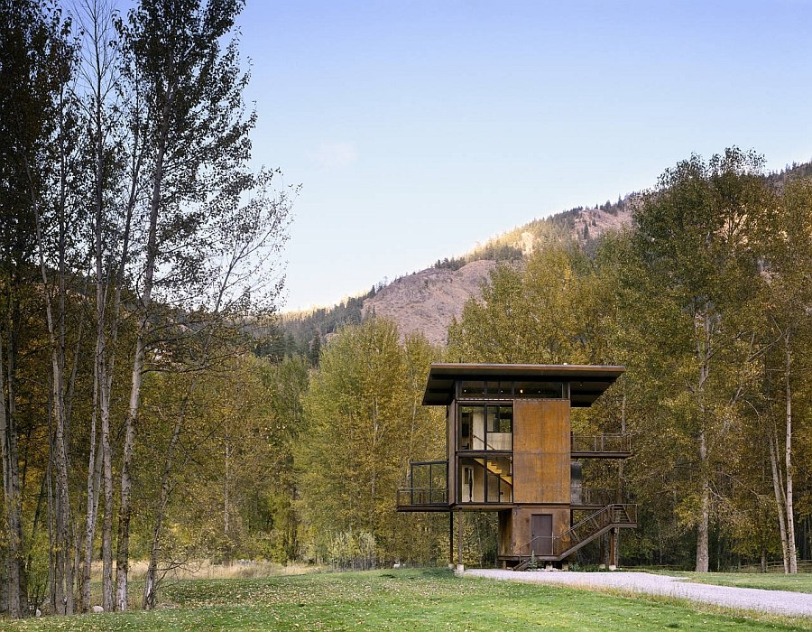 Adaptable Prefab Cabin Retreat With Cool Operable Windows