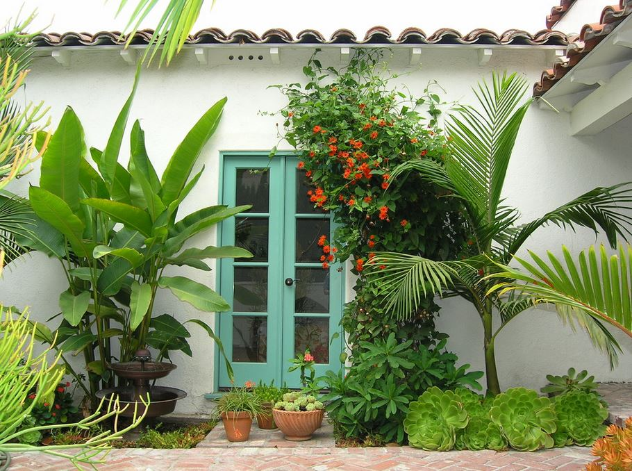 10 Beautiful Gardens with Tropical Plants on Tropical Backyard Landscaping  id=91890