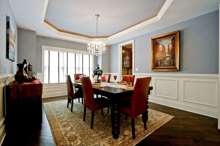 Silvery blue walls and ceiling for the traditional dining room [Design: Oakley Home Builders]