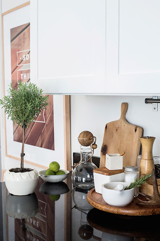 Storage-Friendly Accessory Trends for Kitchen Countertops on Kitchen Counter Decor  id=27692