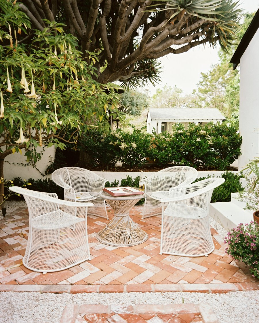 20 Charming Brick Patio Designs on Patio Shape Designs id=16534