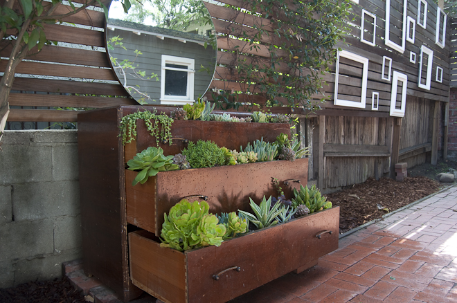 8 Space-Saving Vertical Herb Garden Ideas For Small Yards