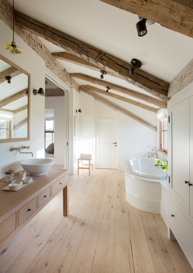 15 Attics Turned Into Breathtaking Bathrooms