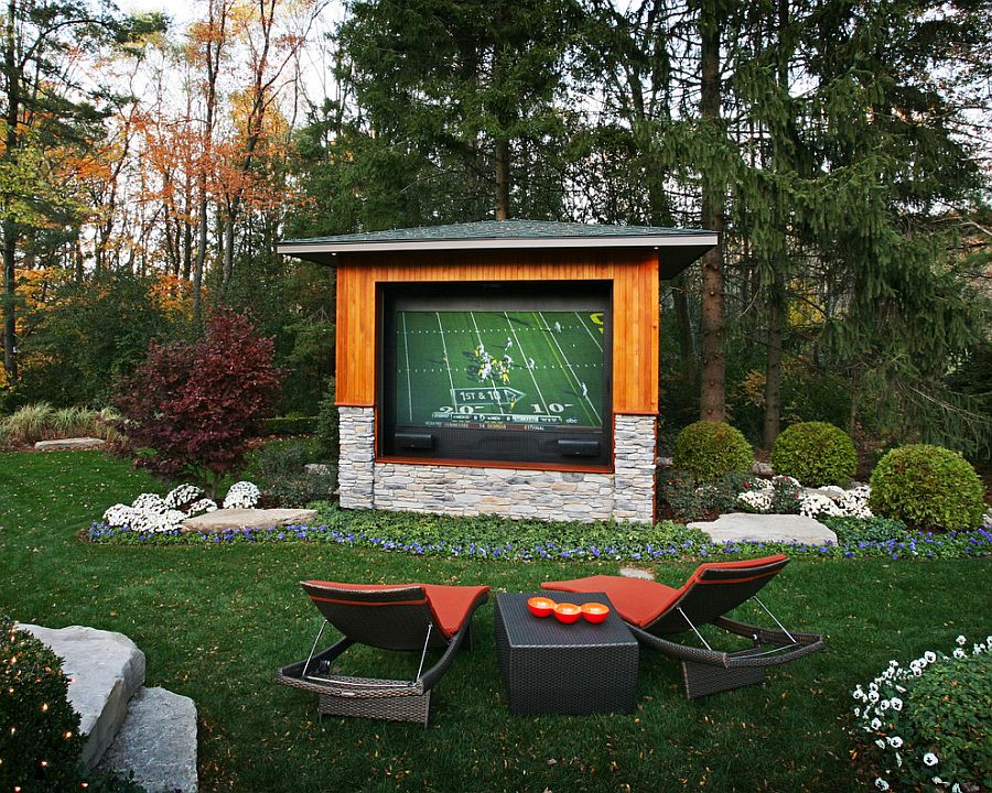 entertaining outdoor movie night