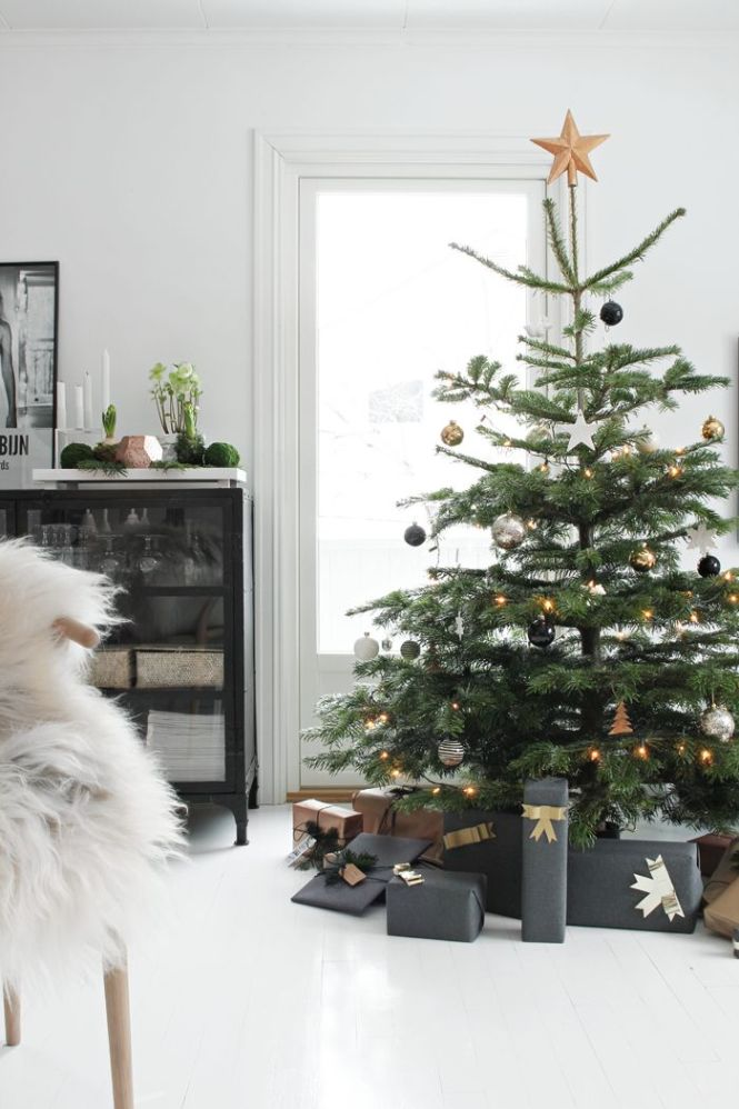 Black And Golden Christmas Decorating Ideas