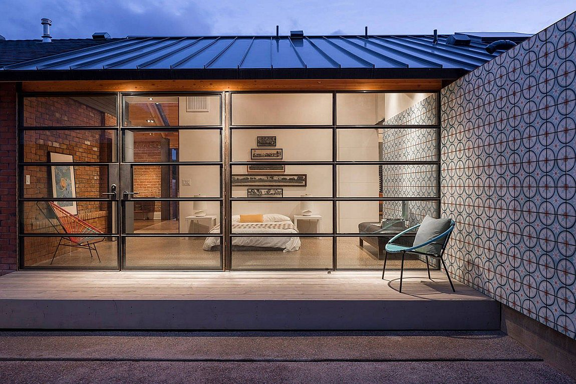 Glass And Metal Addition Transforms 1920s Bungalow In Phoenix