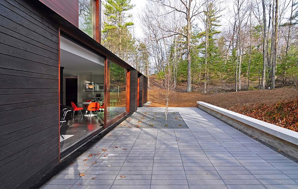 Nifty Modern House In Wisconsin Blends In With Dense