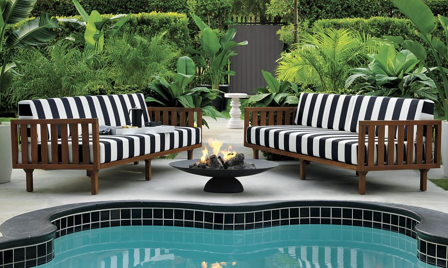 Patio Furniture and Decor Trend: Bold Black and White on Black And White Backyard Decor  id=24392
