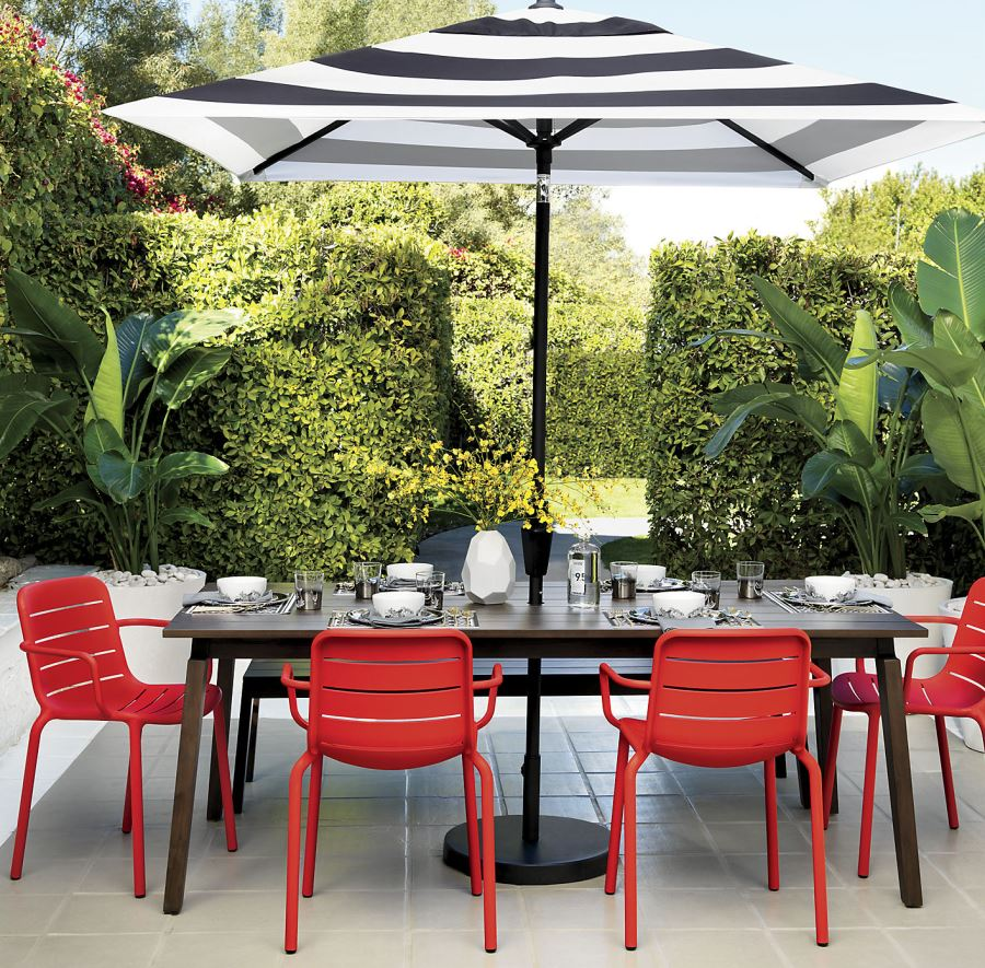 Patio Furniture and Decor Trend: Bold Black and White on Black And White Backyard Decor  id=17329