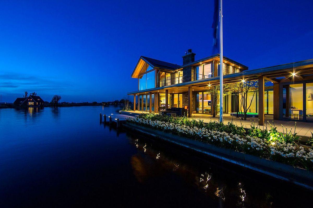 Mesmerizing Contemporary Escape On Waters Edge Villa