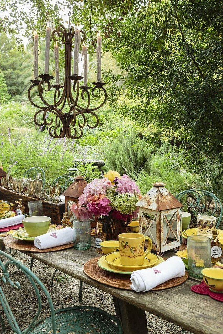 15 Outdoor Thanksgiving Dinner Decorations & Table Settings on Backyard Table Decor id=55075