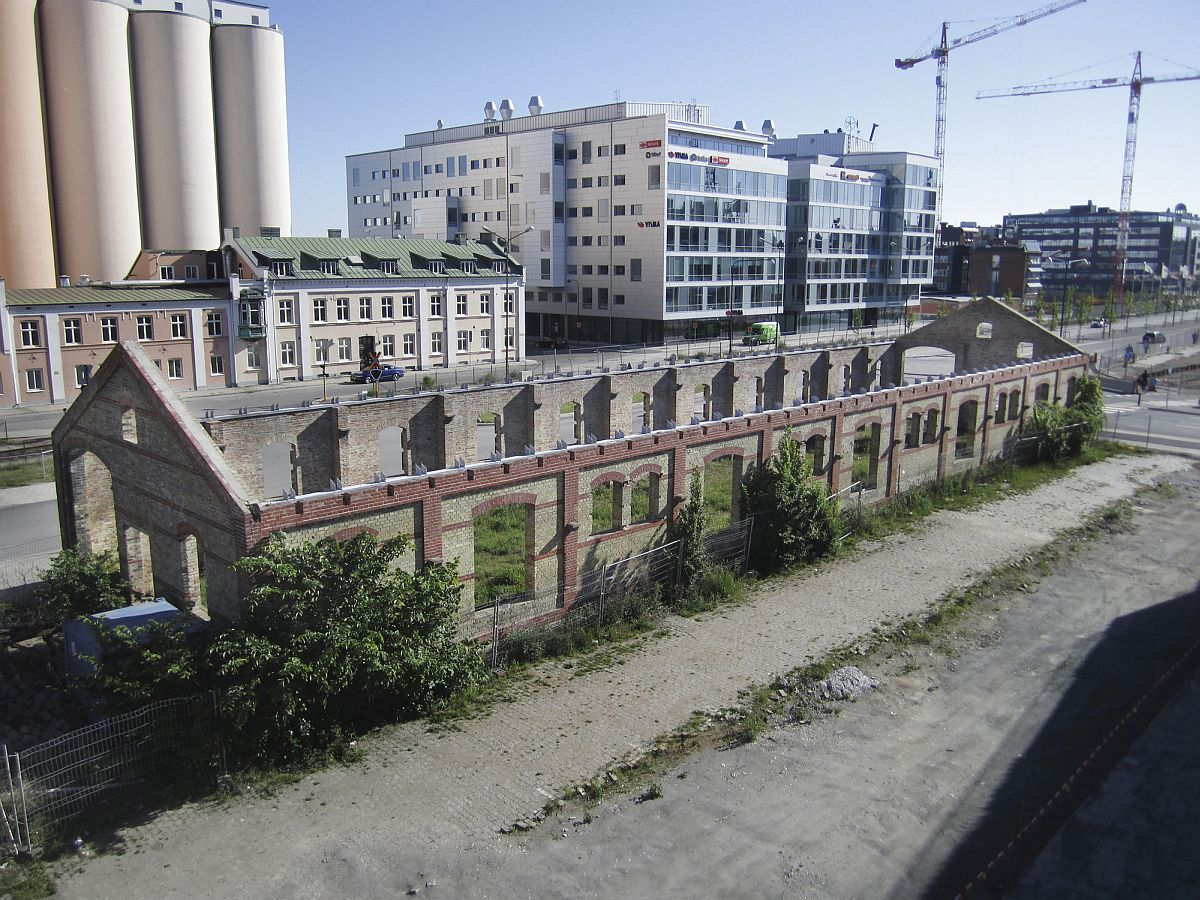 Roofless Industrial Building Turned Into A Fabulous Market