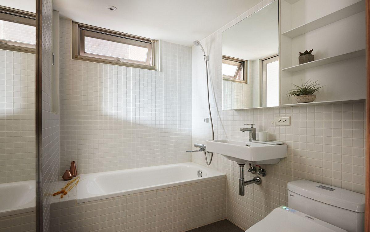 25 Tiny Apartment Bathroom Ideas that Maximize Space and ... on Apartment Bathroom Ideas  id=84147