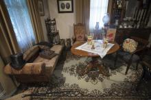 19th Century Victorian Living Room Auckland 0825