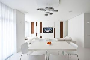 Apartment Awash Walnut White